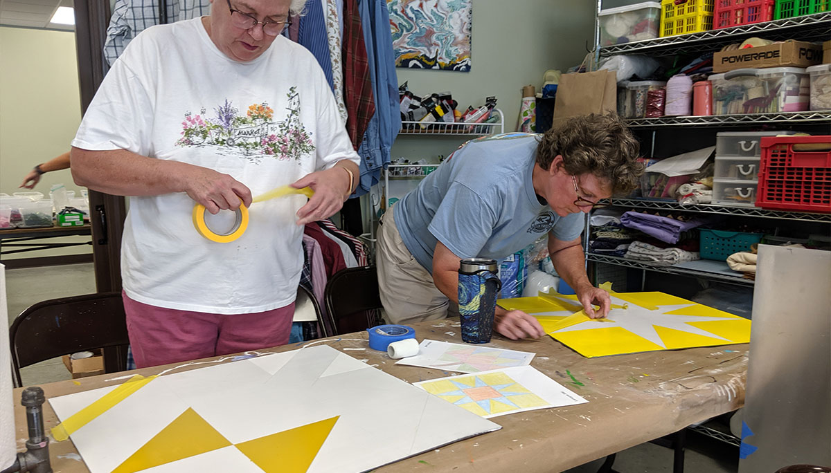 Gulf Coast Quilt Trail pictures featuring painted quilts and people painting them